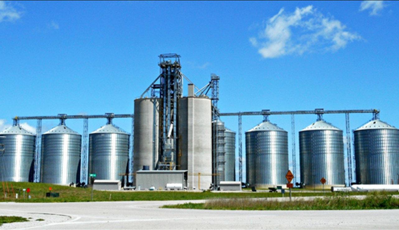 фото із зображенням комплексу споруд для силосування