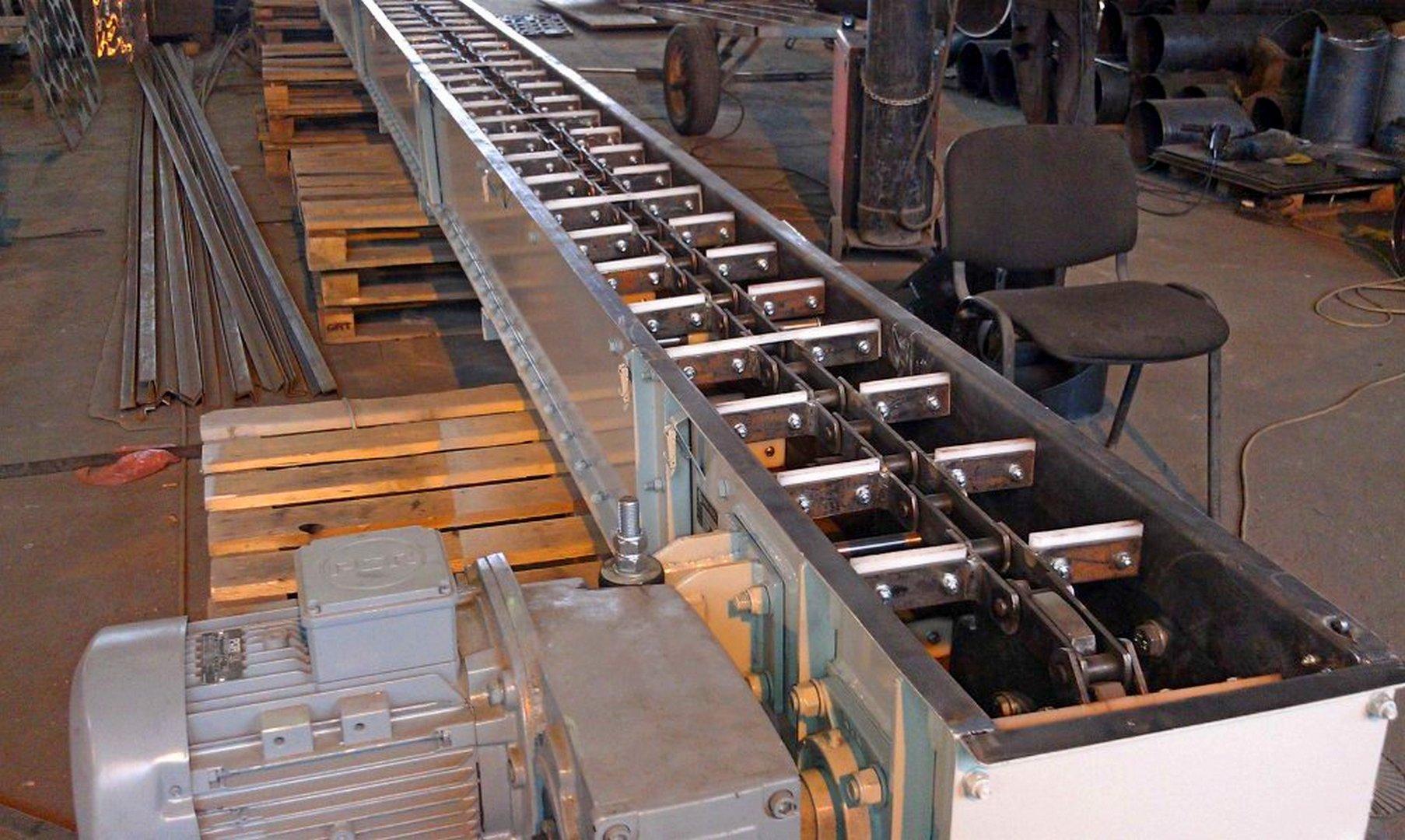 Фото конвеєра скребкового (цепний транспортер)