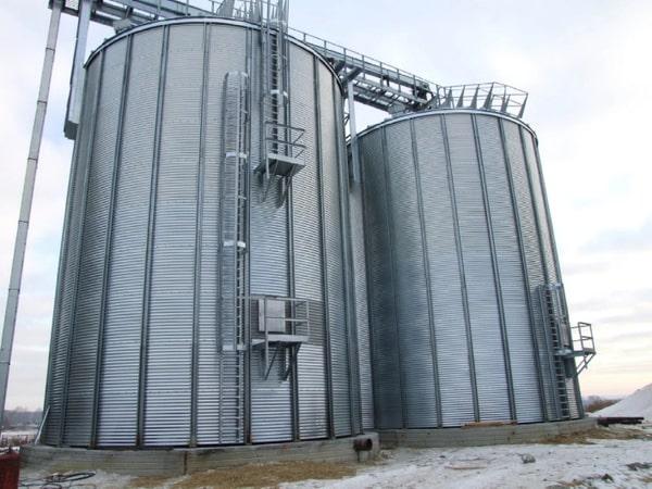 фото оцинкованих силосів для зберігання зерна СМВК ТОВ ЕЛЕВАТОРРЕМКОМПЛЕКТ